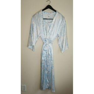 Oscar De La Renta Night Gown/Robe Set